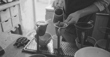 café e o coador de pano